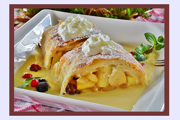 Apple strudel - high-carb low-calorie foods for weight loss